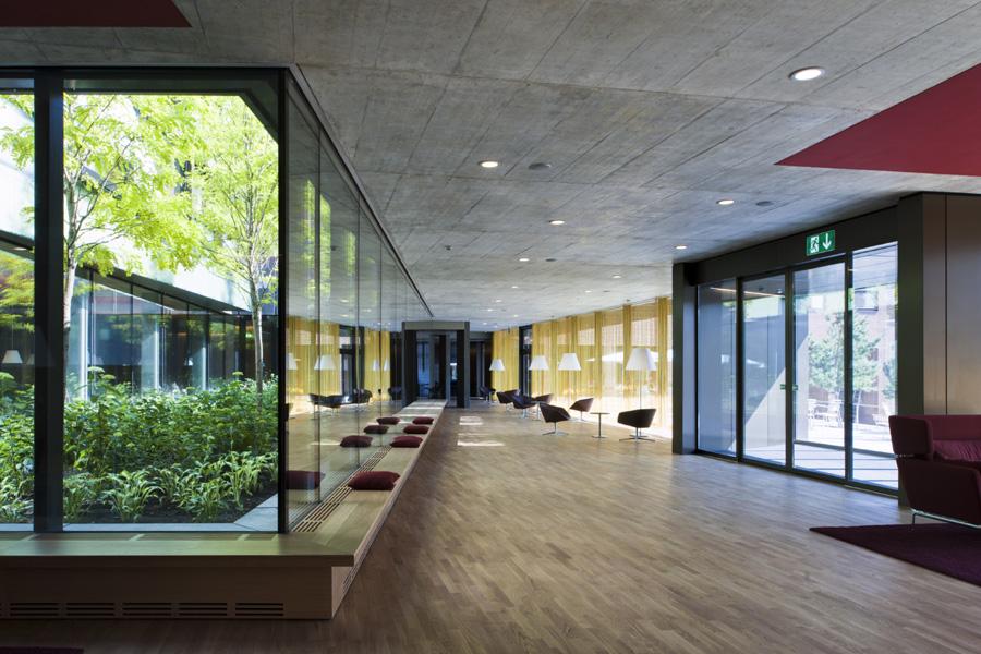2 das foyer verbindet erweiterungsbau und bestand   kopie   kopie   kopie   kopie